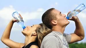 Bạn nên uống nhiều nước khi sử dụng thuốc ciprofloxacin